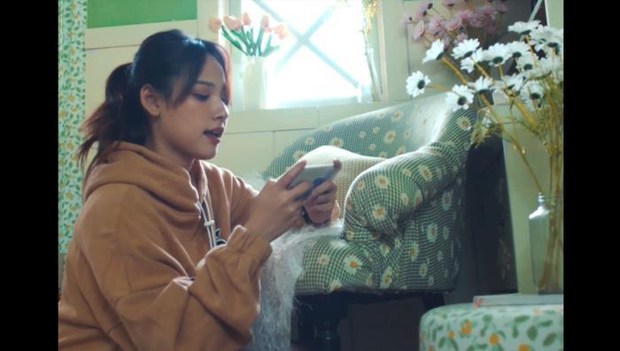 Remake hit cũ, Cara gây bất ngờ khi biến hóa khôn lường, linh hoạt giới tính trong MV