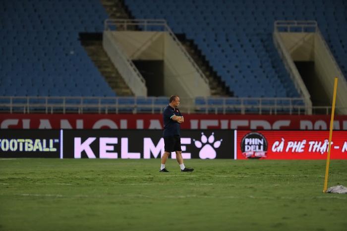 Cận cảnh những cầu thủ khổng lồ của Úc Ảnh 11