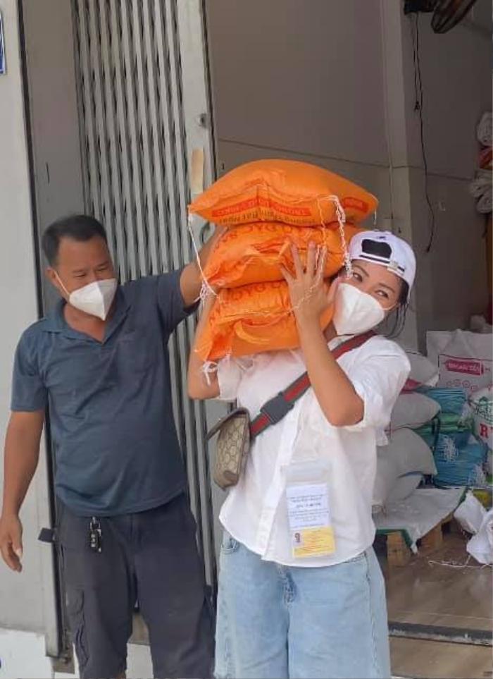 Hậu những sân khấu tuyệt vời tại bệnh viện dã chiến, Phương Thanh úp mở thực hiện MV về chuyện từ thiện