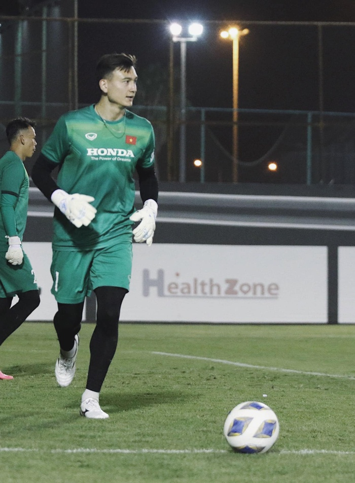 Ngắm body 'hút mắt' của dàn tuyển thủ chuẩn 'soái ca' cao hơn 1m80 của đội tuyển Việt Nam đá trận tối nay Ảnh 2