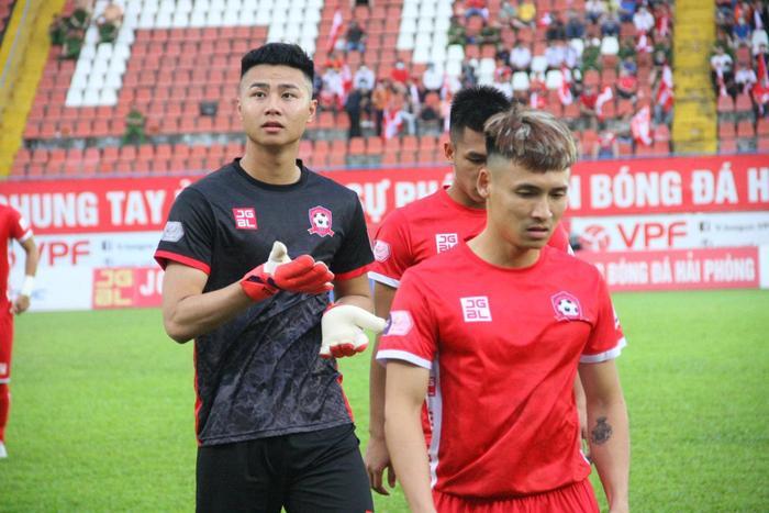 Ngắm body 'hút mắt' của dàn tuyển thủ chuẩn 'soái ca' cao hơn 1m80 của đội tuyển Việt Nam đá trận tối nay Ảnh 5