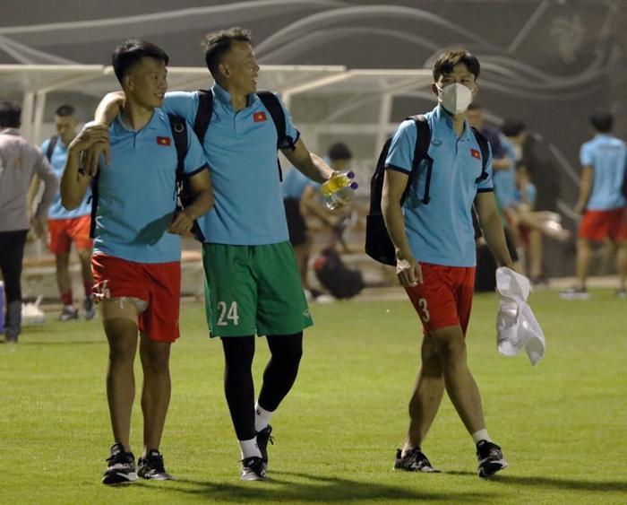 Ngắm body 'hút mắt' của dàn tuyển thủ chuẩn 'soái ca' cao hơn 1m80 của đội tuyển Việt Nam đá trận tối nay Ảnh 15