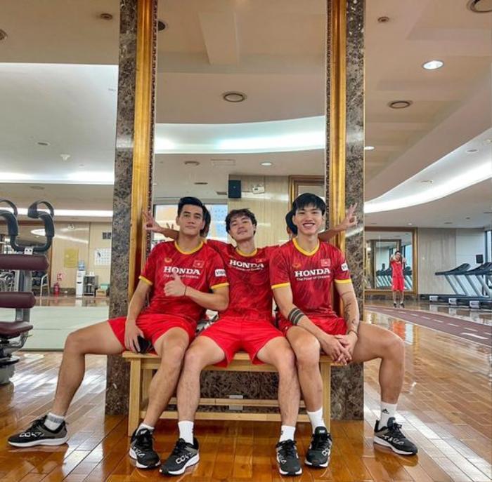 Ngắm body 'hút mắt' của dàn tuyển thủ chuẩn 'soái ca' cao hơn 1m80 của đội tuyển Việt Nam đá trận tối nay Ảnh 17