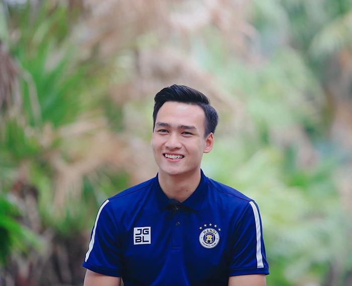 Ngắm body 'hút mắt' của dàn tuyển thủ chuẩn 'soái ca' cao hơn 1m80 của đội tuyển Việt Nam đá trận tối nay Ảnh 20