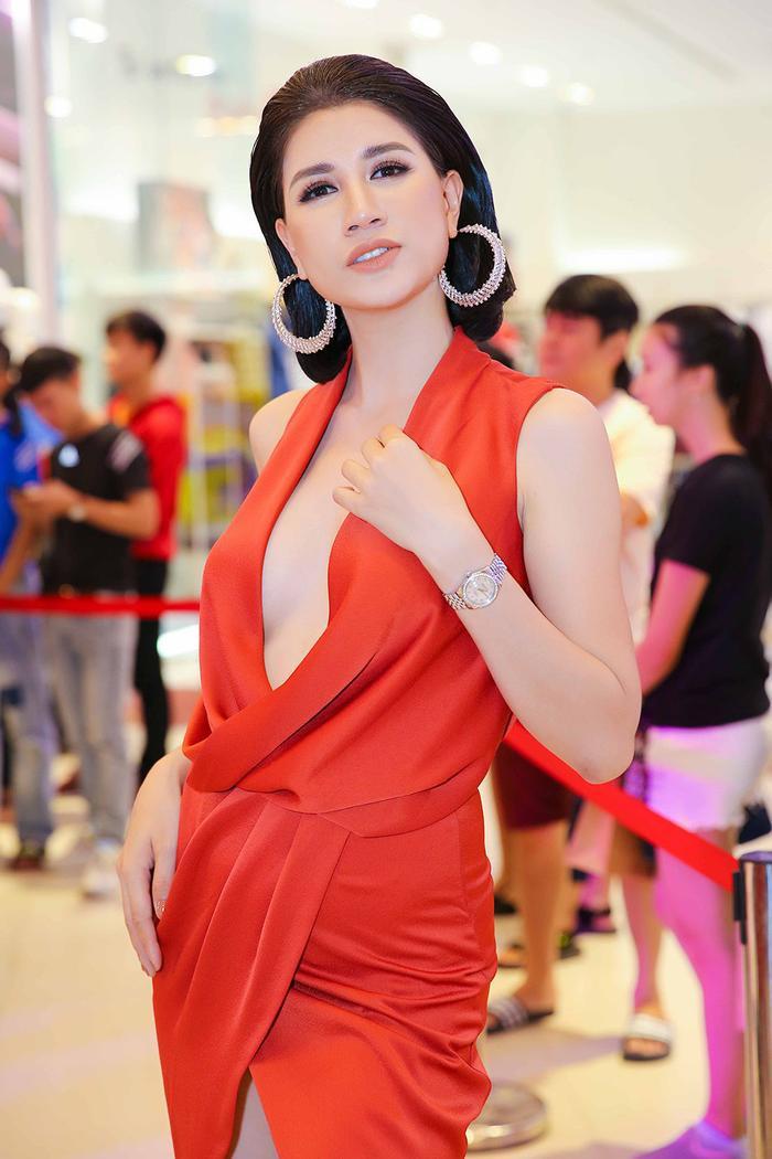 Cựu người mẫu Trang Trần bị nhiễm Covid-19 Ảnh 4