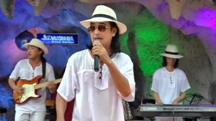 Ca sĩ Đình Hùng qua đời vì COVID-19, gia đình không thể tiễn biệt do đều là F0 Ảnh 3