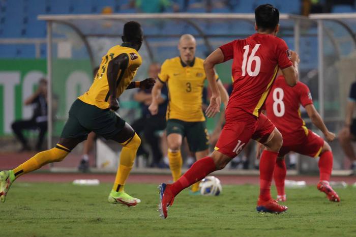 Không dễ chơi như Trung Quốc, tuyển Việt Nam làm khó Úc Ảnh 10