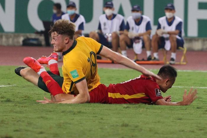 Không dễ chơi như Trung Quốc, tuyển Việt Nam làm khó Úc Ảnh 8