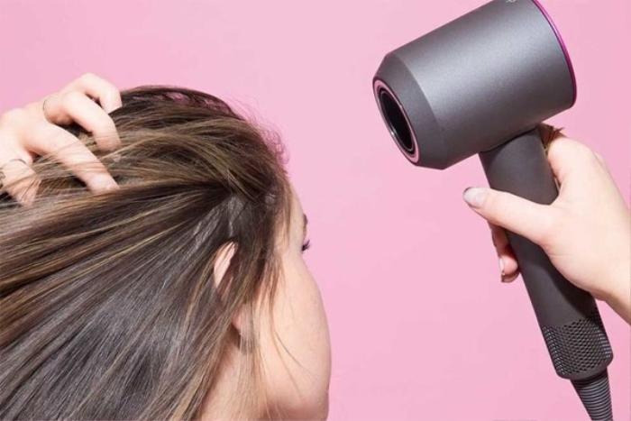 Những sai lầm khi gội đầu khiến tóc rụng ngày càng nhiều, có đến 3/5 điều rất nhiều người mắc phải Ảnh 4