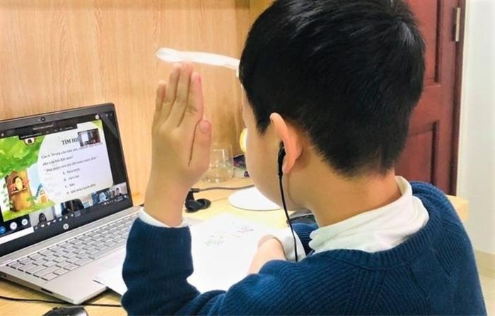 Đường truyền mạng liên tục bị gián đoạn khi học online, Bộ GD&ĐT 'cầu cứu' Bộ TT&TT