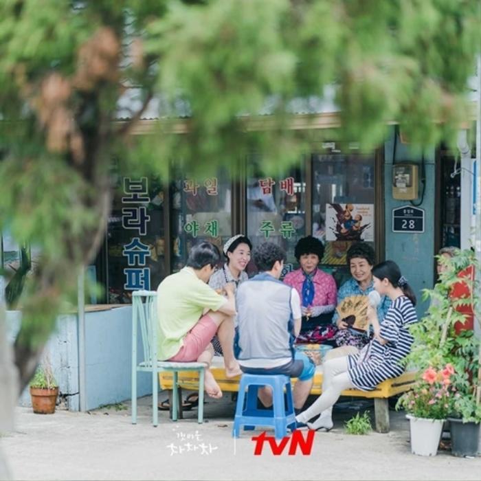 4 lý do khiến các mọt phim Hàn 'đổ đứ đừ' trước 'Hometown Cha-Cha-Cha' Ảnh 15