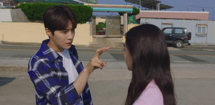 4 lý do khiến các mọt phim Hàn 'đổ đứ đừ' trước 'Hometown Cha-Cha-Cha' Ảnh 13