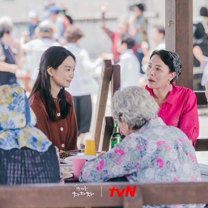 4 lý do khiến các mọt phim Hàn 'đổ đứ đừ' trước 'Hometown Cha-Cha-Cha' Ảnh 5