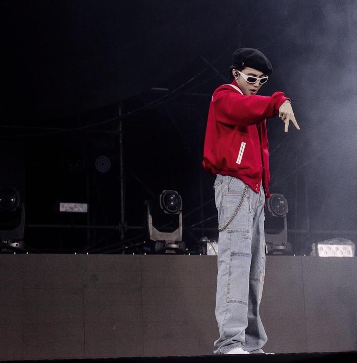 Không còn cool ngầu nữa, đây là người khiến Sơn Tùng 'vừa hát vừa khóc' trên sân khấu