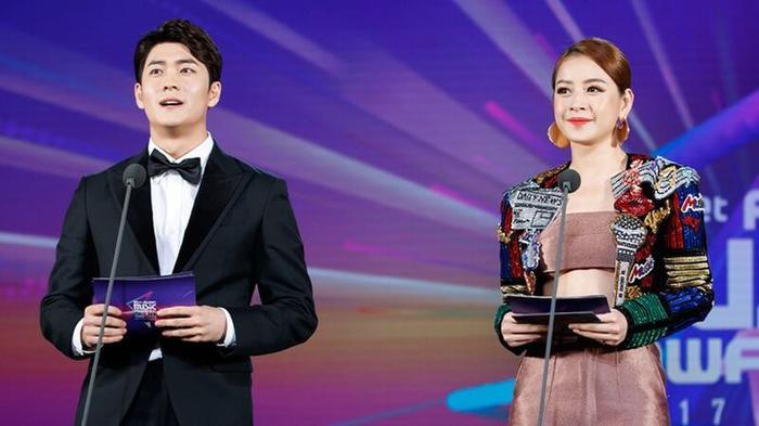 Mặc khán giả phản đối quyết liệt, Chi Pu vẫn cố chấp hát tiếng Hàn 'run rẩy' tại lễ trao giải lớn?