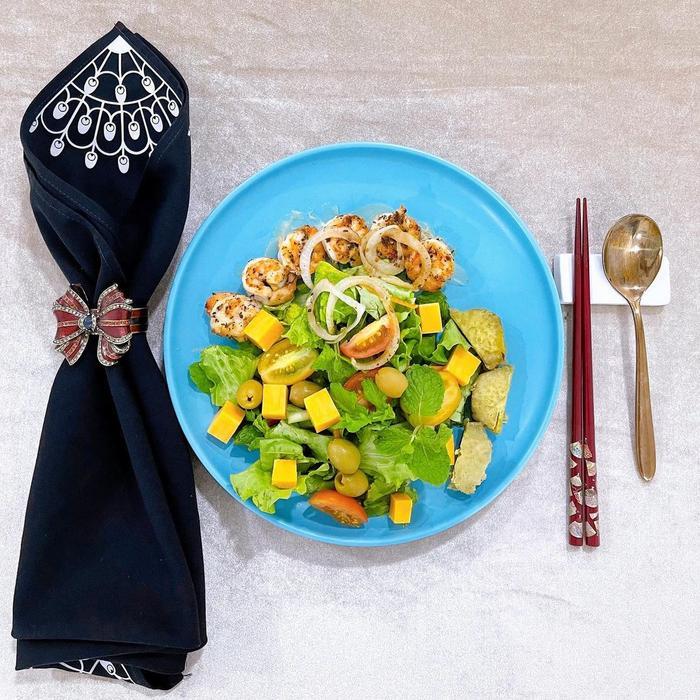 Mùa dịch, Lý Nhã Kỳ khiến fan 'nuốt nước miếng' liên tục vì đồ ăn vừa đẹp vừa thanh Ảnh 3