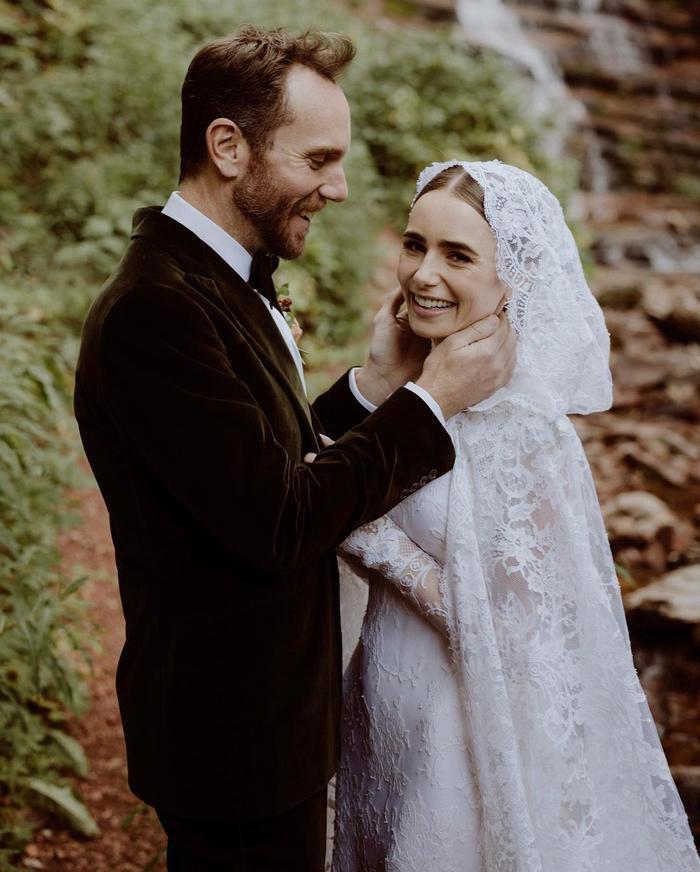 Lily Collins tổ chức đám cưới bí mật, váy cưới lung linh tựa nàng tiên cổ tích Ảnh 2