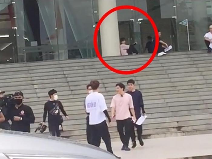 Lộ ảnh Jack ngồi thui thủi một mình, nghi vấn bị cô lập khi quay gameshow Hàn phiên bản Việt? Ảnh 2