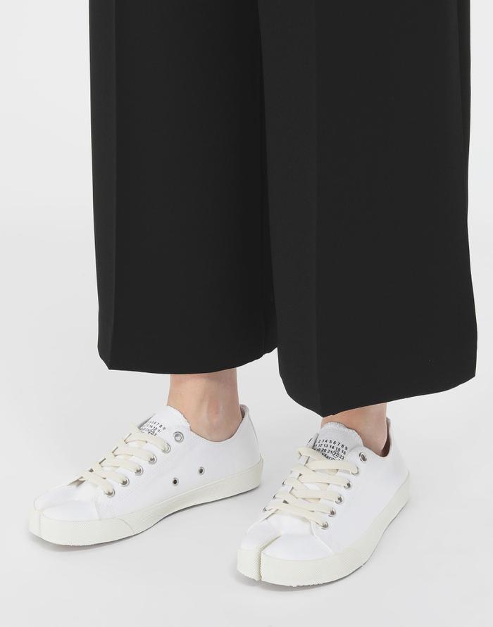 7 mẫu giày thể thao trắng kinh điển mà mọi tín đồ thời trang đều muốn sở hữu Ảnh 14