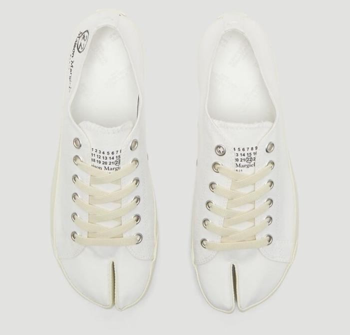 7 mẫu giày thể thao trắng kinh điển mà mọi tín đồ thời trang đều muốn sở hữu Ảnh 13