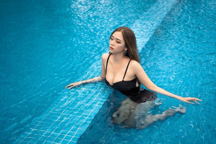 Bị nhận xét nhạt nhẽo, người đẹp đứng đầu bình chọn Hoa Hậu Hoàn Vũ Việt Nam 2021 nói gì?
