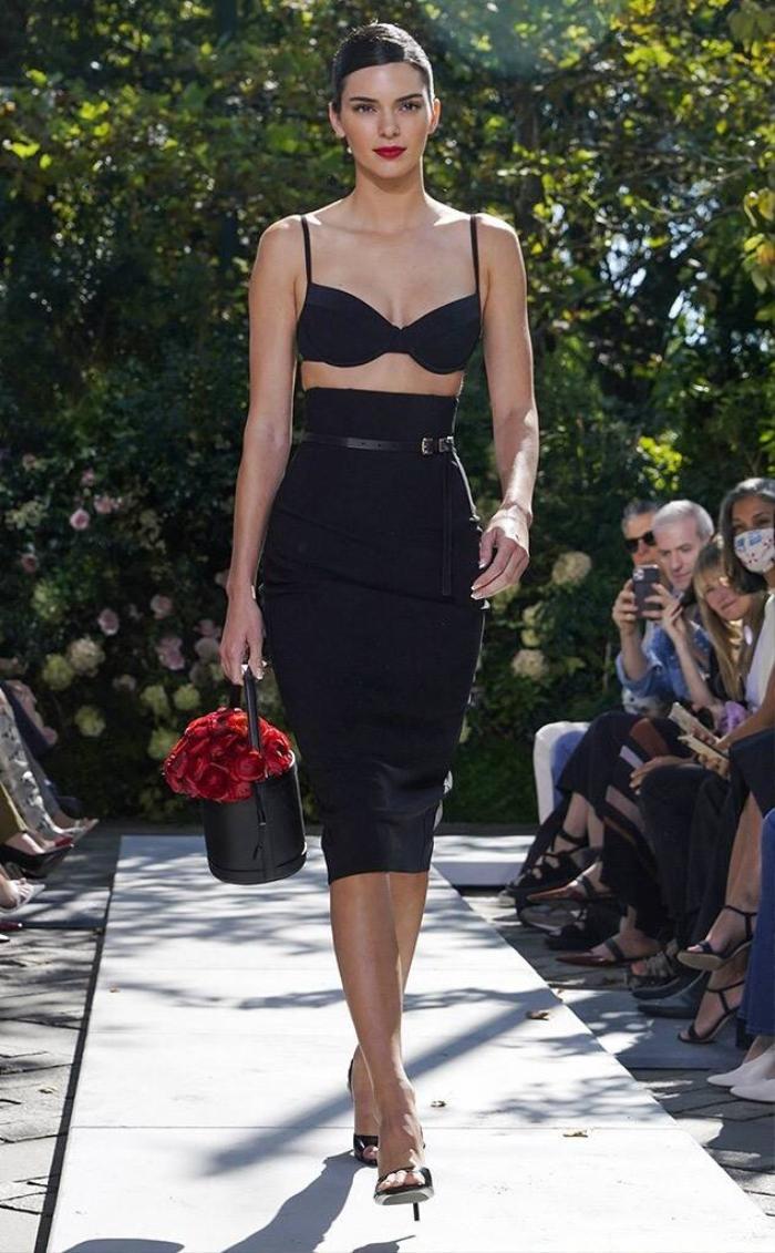 Chân dài triệu đô Kendall Jenner cùng Gigi Hadid 'oanh tạc' tại show thời trang Ảnh 1