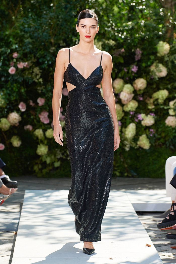 Chân dài triệu đô Kendall Jenner cùng Gigi Hadid 'oanh tạc' tại show thời trang Ảnh 2
