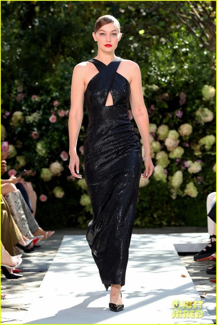 Chân dài triệu đô Kendall Jenner cùng Gigi Hadid 'oanh tạc' tại show thời trang Ảnh 3