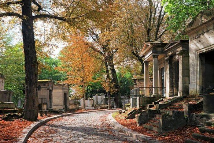 6 nghĩa trang đẹp tựa công viên thu hút nhiều du khách Ảnh 3