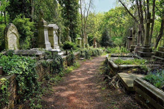 6 nghĩa trang đẹp tựa công viên thu hút nhiều du khách Ảnh 4