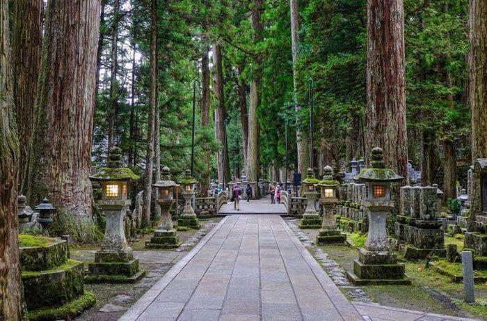 6 nghĩa trang đẹp tựa công viên thu hút nhiều du khách Ảnh 1
