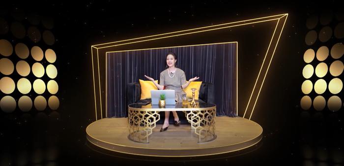 MC Phí Linh hài hước tiết lộ 'tên mới' của The Heroes, ví chương trình như 'liều vaccine tinh thần' Ảnh 1