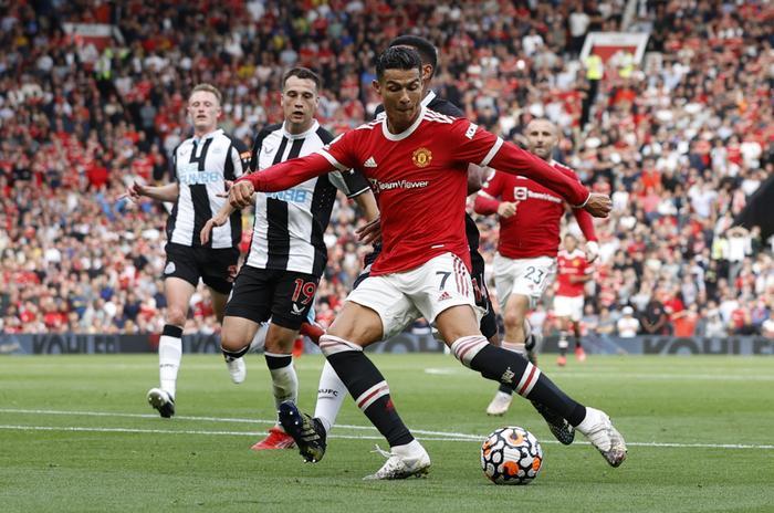 MU 4-1 Newcastle: Ronaldo đã 36 tuổi, tin nổi không? Ảnh 3