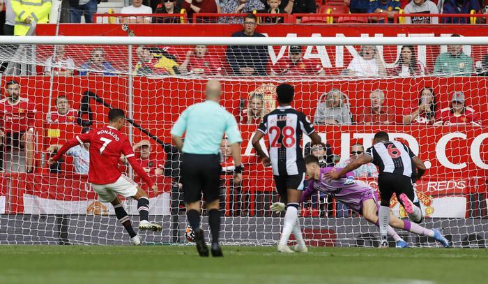 Ronaldo nói gì sau màn ra mắt MU như mơ trên sân Old Trafford? Ảnh 2