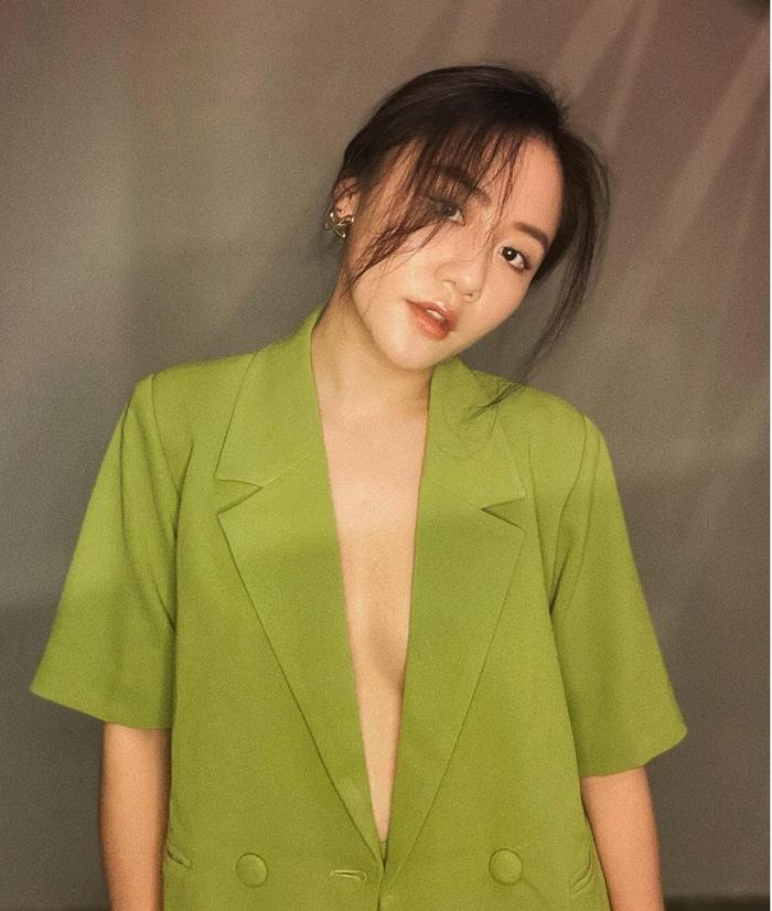 Văn Mai Hương 'thả rông' với vest không nội y, fan thốt lên: Chưa bao giờ táo bạo đến thế! Ảnh 2