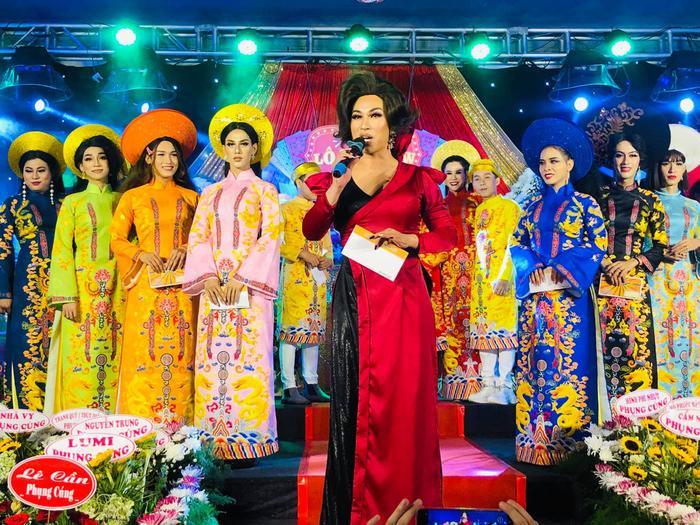 Lộ Lộ học NSƯT Hữu Châu, tri ân Tổ nghiệp vào dịp Lễ giỗ tổ sân khấu 2021 Ảnh 2