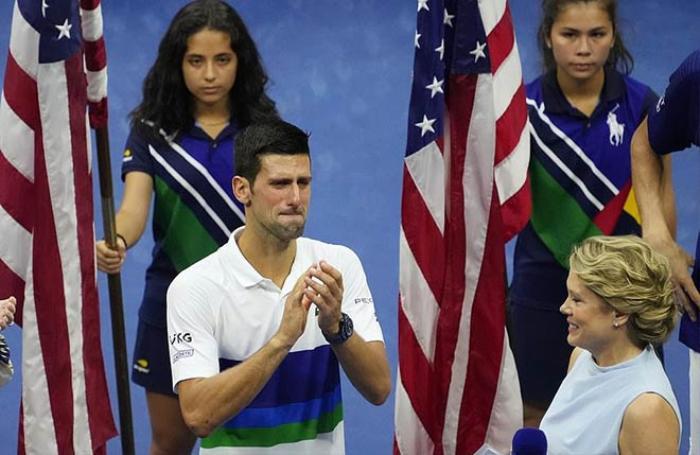 Novak Djokovic đập vợt, khóc nức nở vì thua Daniil Medvedev Ảnh 4