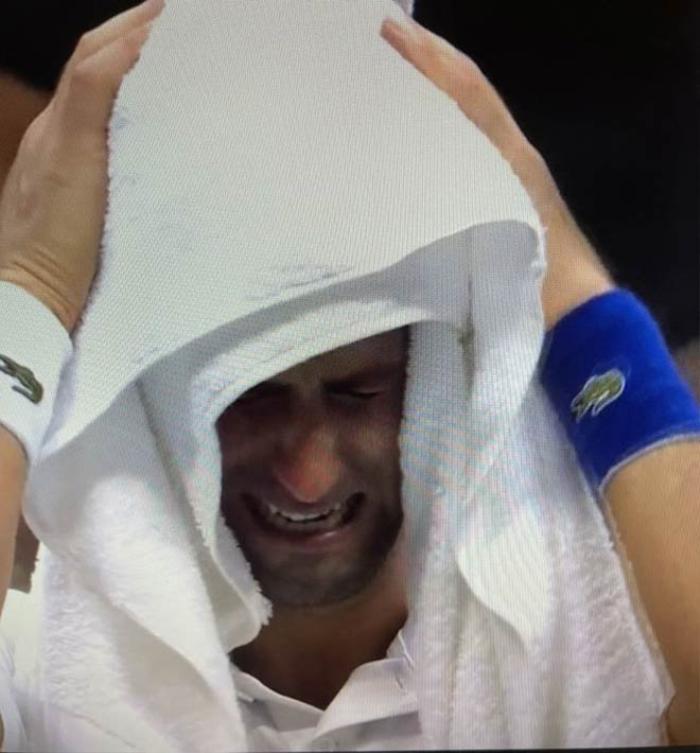 Novak Djokovic đập vợt, khóc nức nở vì thua Daniil Medvedev Ảnh 3
