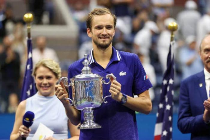 Novak Djokovic đập vợt, khóc nức nở vì thua Daniil Medvedev Ảnh 5