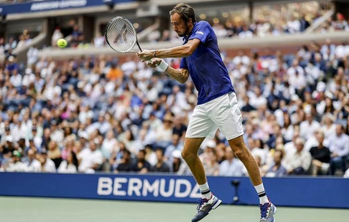 Novak Djokovic đập vợt, khóc nức nở vì thua Daniil Medvedev Ảnh 1