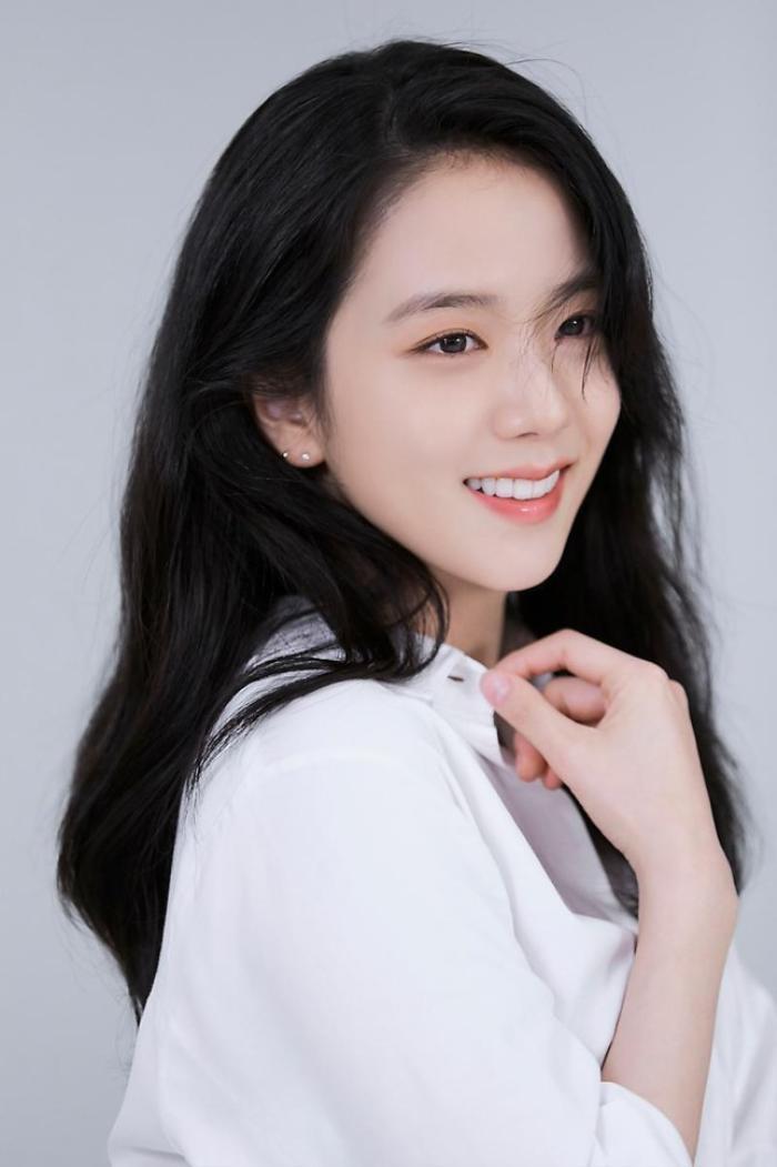 Rosé (BlackPink) rạng rỡ thử đồ, chuẩn bị trở thành idol K-Pop đầu tiên tham dự Met Gala?