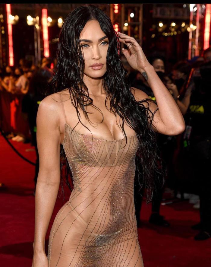Megan Fox mặc váy trong suốt, khoe thân triệt để gây 'náo loạn' thảm đỏ VMAs 2021 Ảnh 4