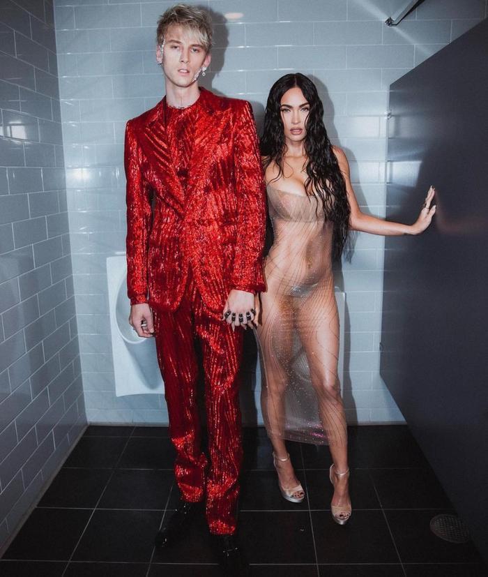 Megan Fox mặc váy trong suốt, khoe thân triệt để gây 'náo loạn' thảm đỏ VMAs 2021 Ảnh 5