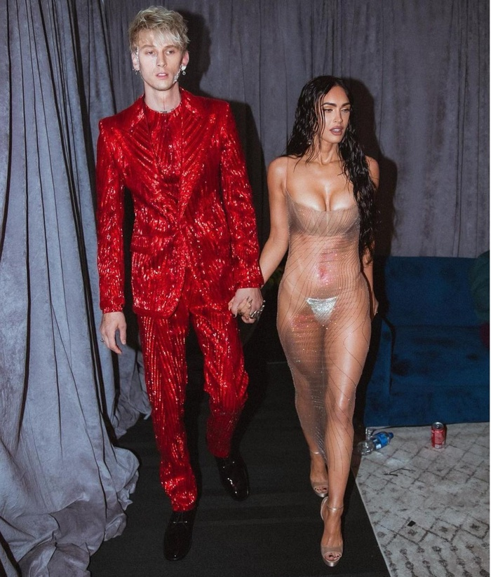 Megan Fox mặc váy trong suốt, khoe thân triệt để gây 'náo loạn' thảm đỏ VMAs 2021 Ảnh 7