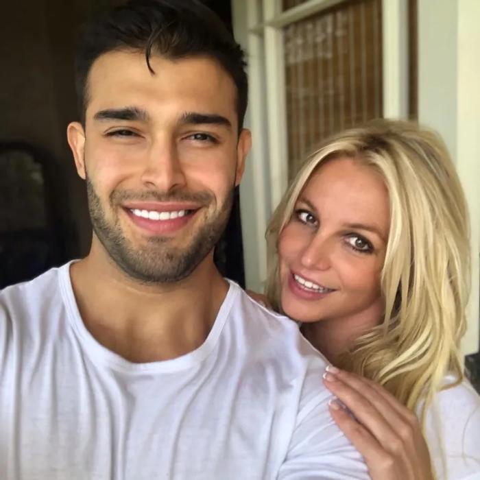 Britney Spears bất ngờ đính hôn sau 5 năm hẹn hò, fan chờ ngày đám cưới linh đình Ảnh 9