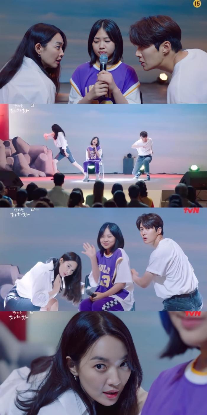 'Hometown Cha Cha Cha' tập 6: Shin Min Ah và Kim Seon Ho bật chế độ 'xanh lá' vì một nụ hôn Ảnh 5