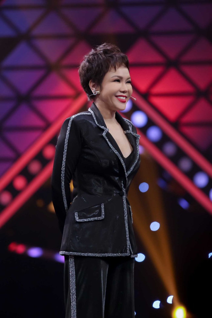 Rất ít khi hát, Việt Hương khiến khán giả bất ngờ với màn khoe giọng ngẫu hứng tại sự kiện