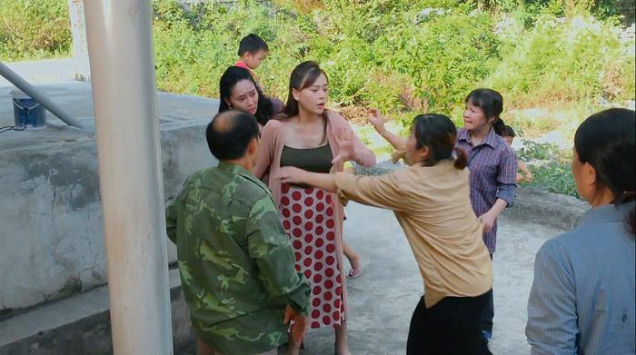 Tập 34 'Hương vị tình thân': Quách Thu Phương nhảy cầu sau vụ sao kê, Thu Quỳnh bị chồng vạch mặt Ảnh 2