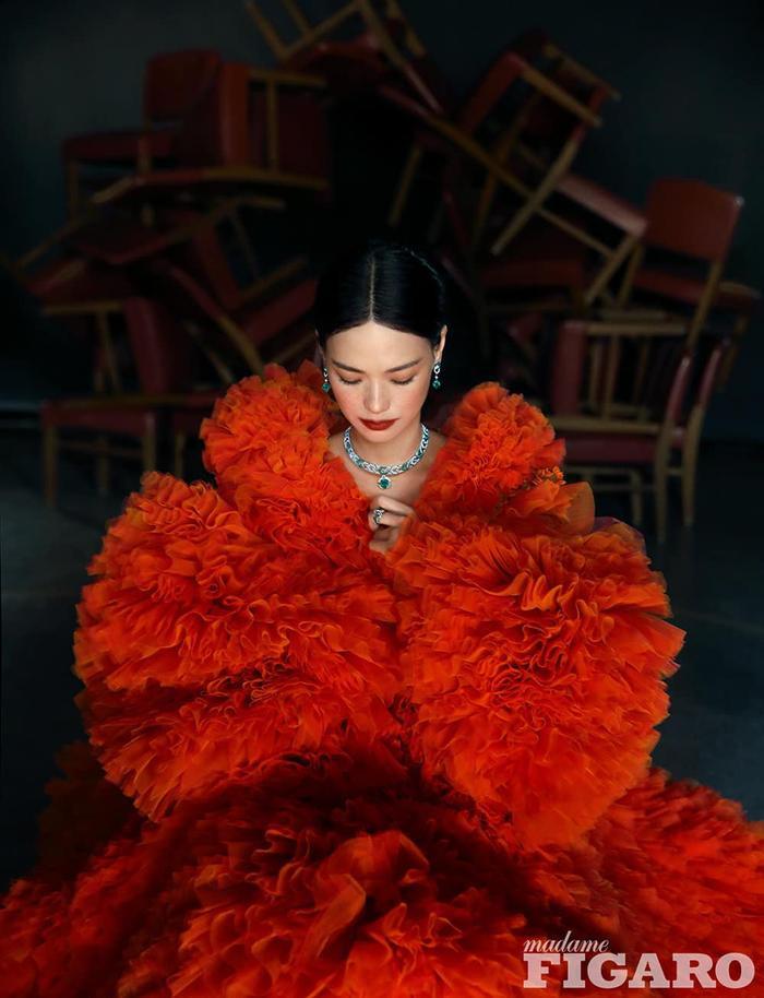 Thư Kỳ lộng lẫy khoác toàn váy Haute Couture trên tạp chí số Kim Cửu Ảnh 5