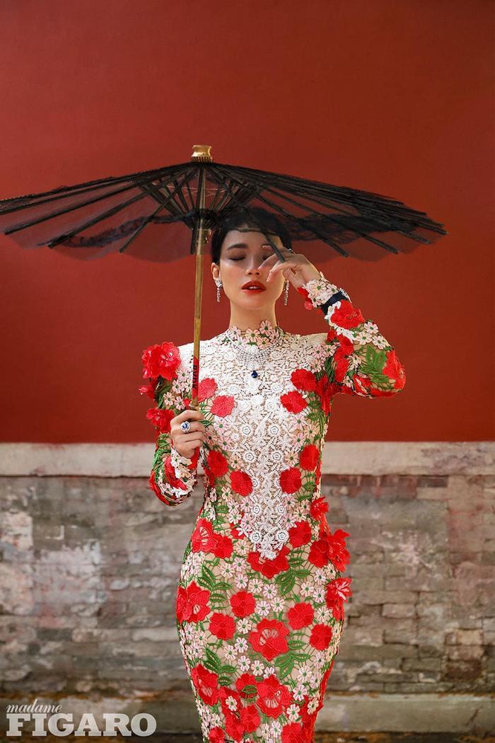 Thư Kỳ lộng lẫy khoác toàn váy Haute Couture trên tạp chí số Kim Cửu Ảnh 7